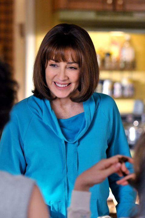 """Während sich Frankie (Eden Sher) auf das Event des Jahres vorbereitet, will Sue unbedingt im """"Shucker News""""-Team aufgenommen werden ... - Bildquelle: Warner Brothers"""