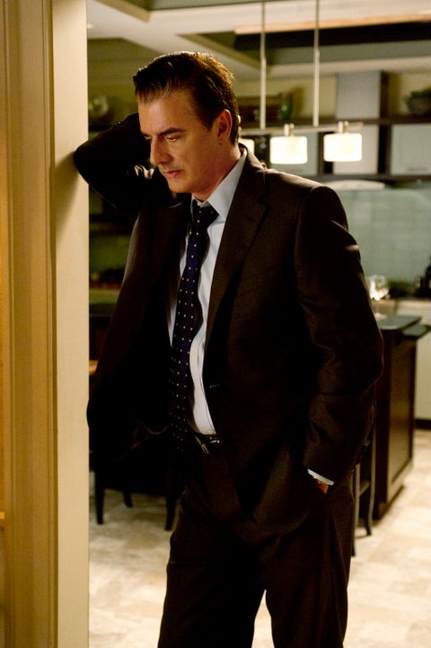 Ist Peter (Chris Noth) erneut in einen Skandal involviert? - Bildquelle: Jeffrey Neira 2012 CBS Broadcasting, Inc. All Rights Reserved