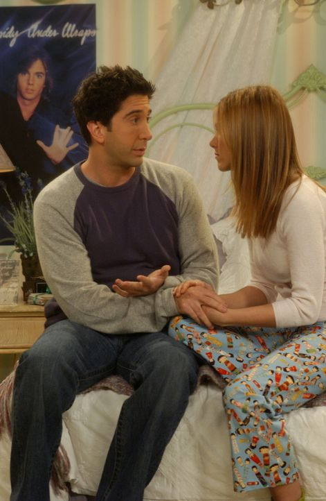 Nachdem Ross (David Schwimmer, l.) die Annährungsversuche von Rachel (Jennifer Aniston, r.) zurückgewiesen hat, beschließen sie, nie wieder gemeinsa... - Bildquelle: 2003 Warner Brothers International Television