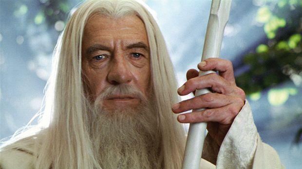 Nach seinem Sturz in den Schlund wird Gandalf (Ian McKellen) als Gandalf der...