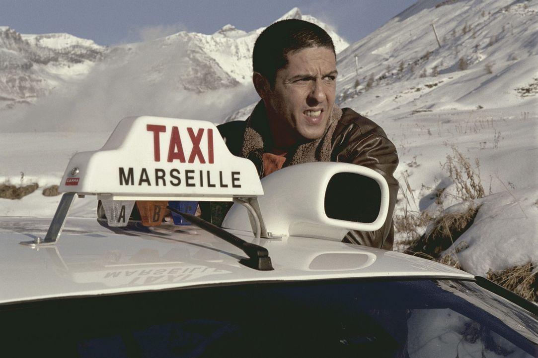 Als in Marseille eine Bande als Weihnachtsmänner verkleideter Räuber ihr Unwesen treibt, kann nur noch einer helfen: der führerscheinlose Taxicha... - Bildquelle: Tobis Film GmbH & Co. KG