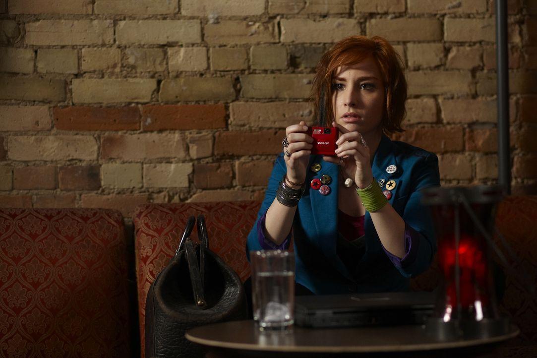 Claudia (Allison Scagliotti) freut sich, mit Artie auf einen Außeneinsatz gehen zu dürfen. Sie wollen herausfinden, weshalb einige Versicherungsagen... - Bildquelle: Ken Woroner SCI FI Channel