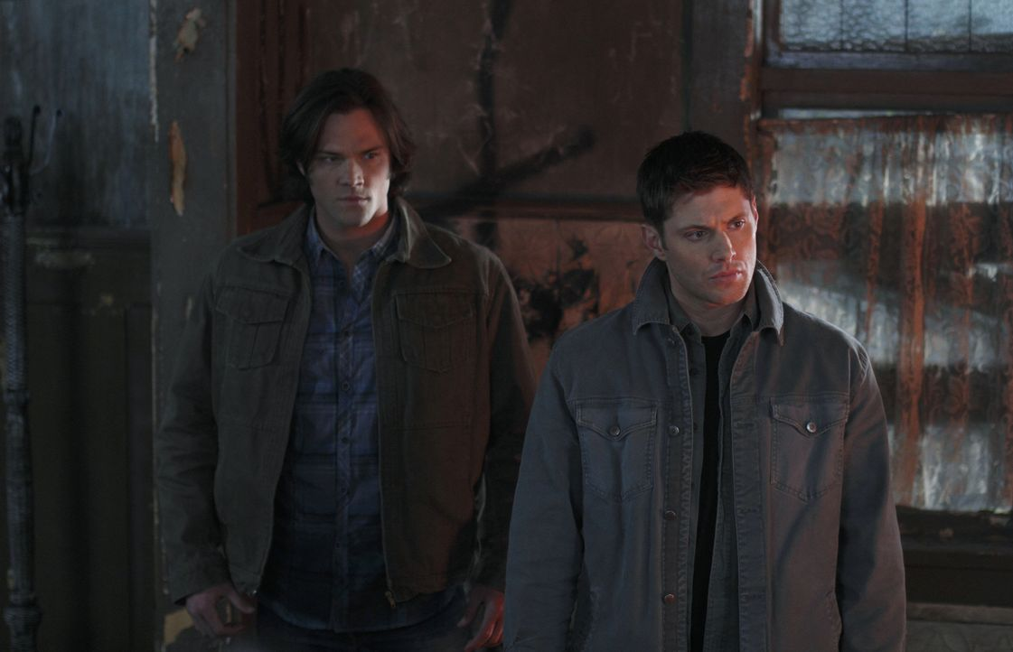 Im Kampf gegen das Böse: Sam (Jared Padalecki, l.) und Dean (Jensen Ackles, r.) ... - Bildquelle: Warner Brothers