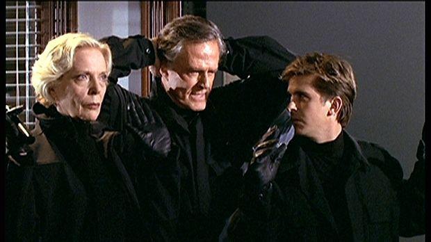 Jesse (Charlie Schlatter, r.) und sein Vater Dane (Robert Culp, M.), ein ehem...