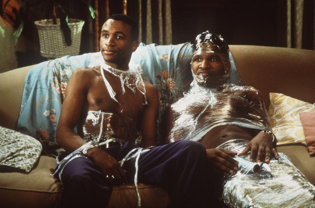 Haben nichts als Flausen im Kopf: Bunz (Jamie Foxx, r.) und Rushon (Tommy Davidson, l.) ... - Bildquelle: 1997 Columbia Pictures Industries, Inc. All Rights Reserved.