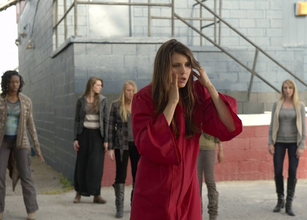 Was ist nur mit Elena (Nina Dobrev, M.) los? - Bildquelle: Warner Brothers