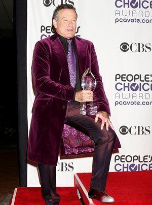 Für einen Dandy ein stylishes Outfit, aber für Robin Williams?  - Bildquelle: WENN
