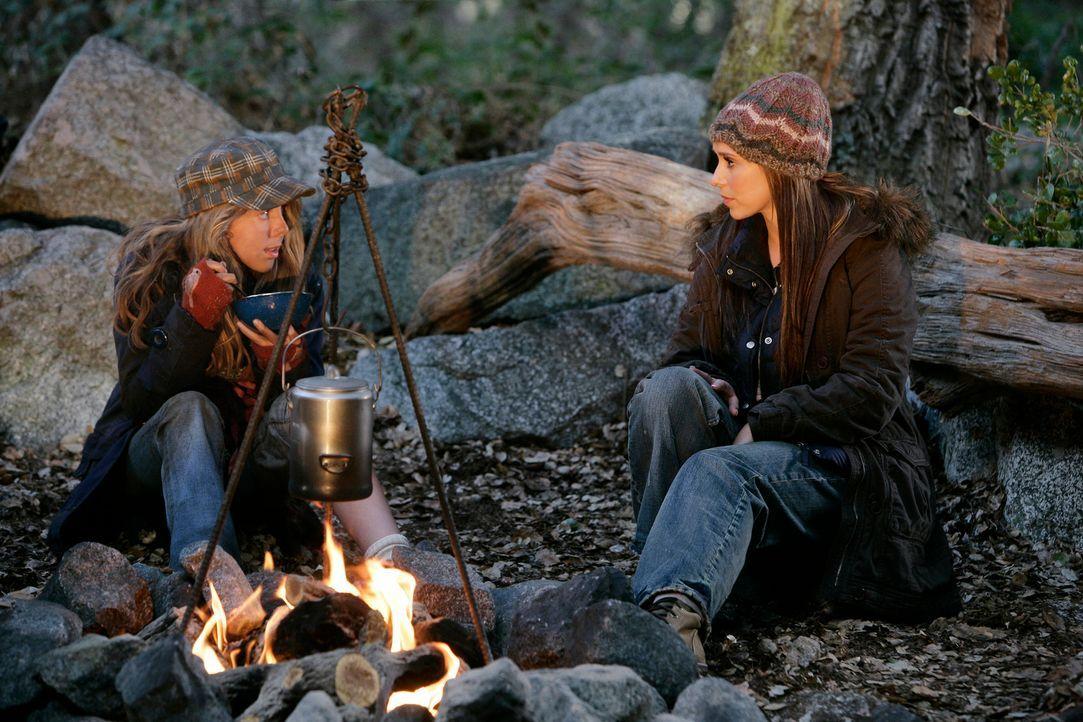 Melinda (Jennifer Love Hewitt, r.) erzählt Becca (Mackenzie Vega, l.) von ihrer Gabe, mit Geistern kommunizieren zu können ... - Bildquelle: ABC Studios