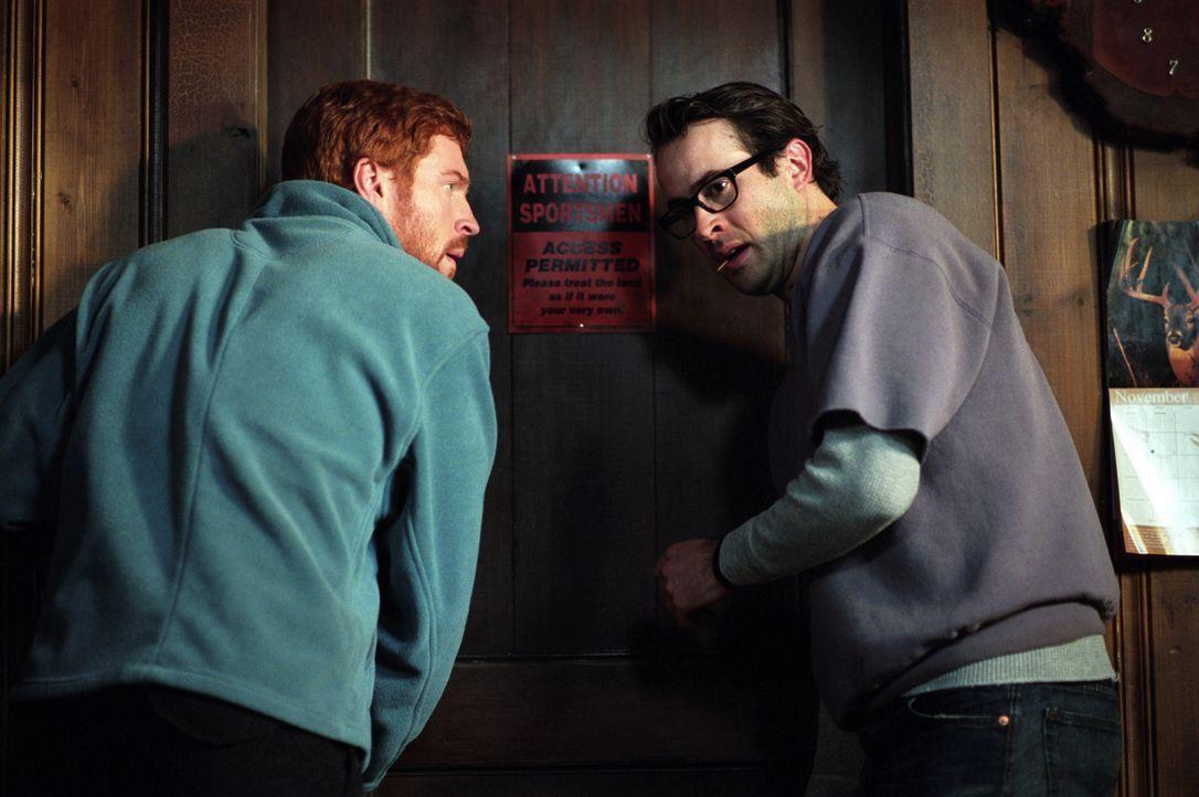 Jedes Jahr verbringen Jonesy (Damian Lewis, l.) und Beaver (Jason Lee, r.) mit ihren Freunden einen Kurzurlaub in einer Jagdhütte. Dieses Jahr jedo... - Bildquelle: Warner Bros.