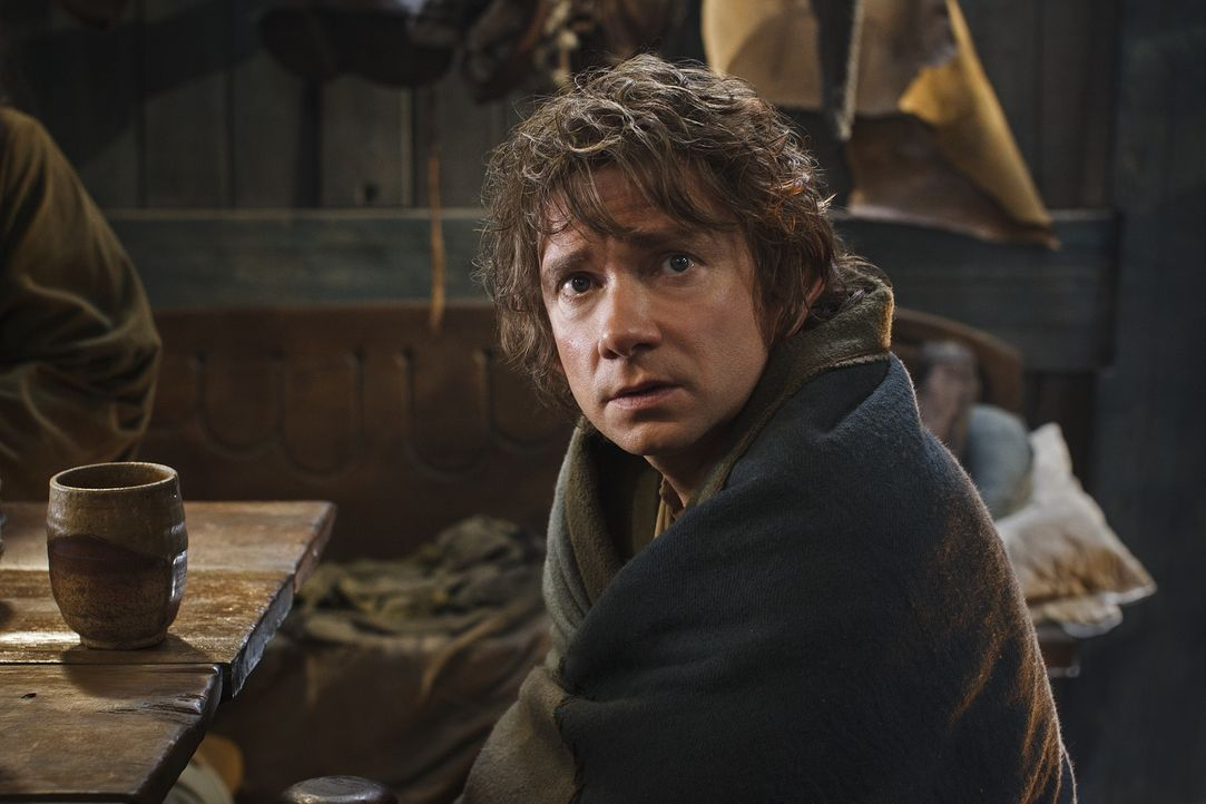 Vom gemütlichen Hobbit zum Meisterdieb und Abenteurer: Der Kampf mit Smaug verlangt Bilbo Beutlin (Martin Freeman) einiges ab ... - Bildquelle: 2013 METRO-GOLDWYN-MAYER PICTURES INC. and WARNER BROS. ENTERTAINMENT INC.