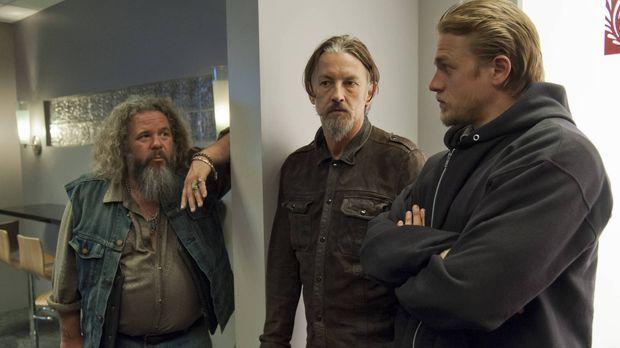 Bobby (Mark Boone Junior, l.), Chibs (Tommy Flanagan, M.) und Jax (Charlie Hu...