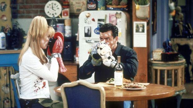 Phoebe (Lisa Kudrow, l.) bekommt nach zwei Jahren Besuch von Ryan (Charlie Sh...
