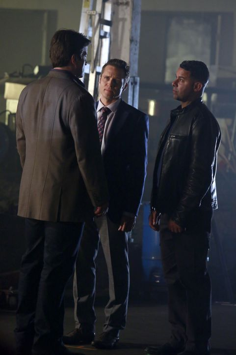 Ermitteln in einem neuen Fall: Castle (Nathan Fillion, l.), Ryan (Seamus Dever, M.) und Esposito (Jon Huertas, r.) ... - Bildquelle: 2014 American Broadcasting Companies, Inc. All rights reserved.