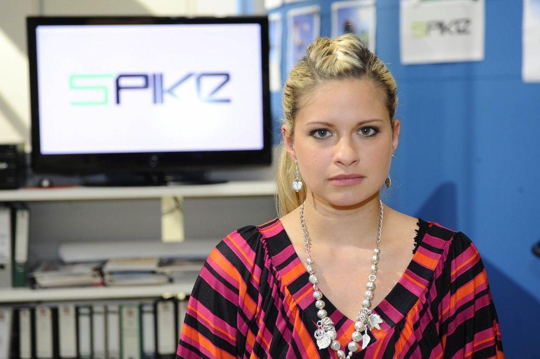 Mia (Josephine Schmidt) befürchtet, dass es mit Alexander auf eine heimliche Affäre hinausläuft ... - Bildquelle: SAT.1