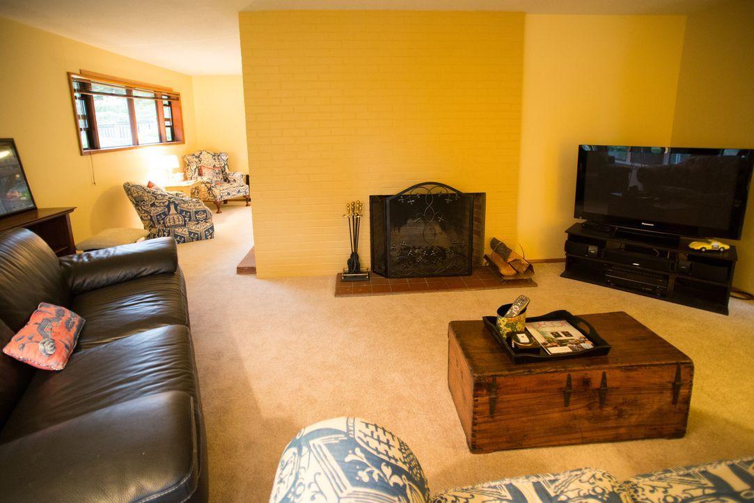 Das veraltete und spärlich eingerichtete Wohnzimmer hatte den Umbau sichtbar nötig. Die Eigentümer danken Josh sicherlich für die Hilfe, denn ohne i... - Bildquelle: Fritz Liedtke 2013, HGTV/ Scripps Networks, LLC. All Rights Reserved.