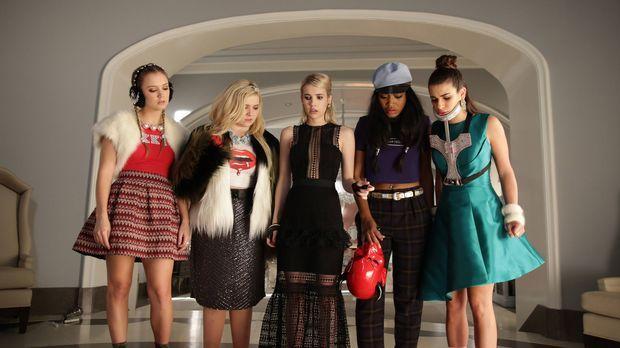 Eine schockierende Überraschung wartet auf (v.l.n.r.) Chanel #3 (Billie Lourd...