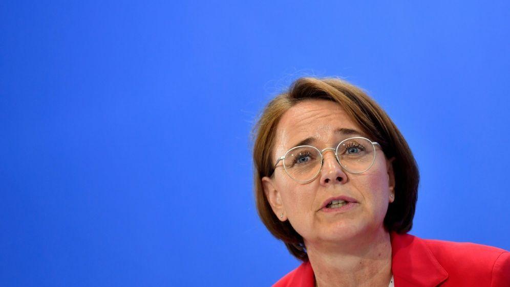 Integrationsbeauftragte Widmann-Mauz ist nicht zufrieden - Bildquelle: AFPSIDJOHN MACDOUGALL