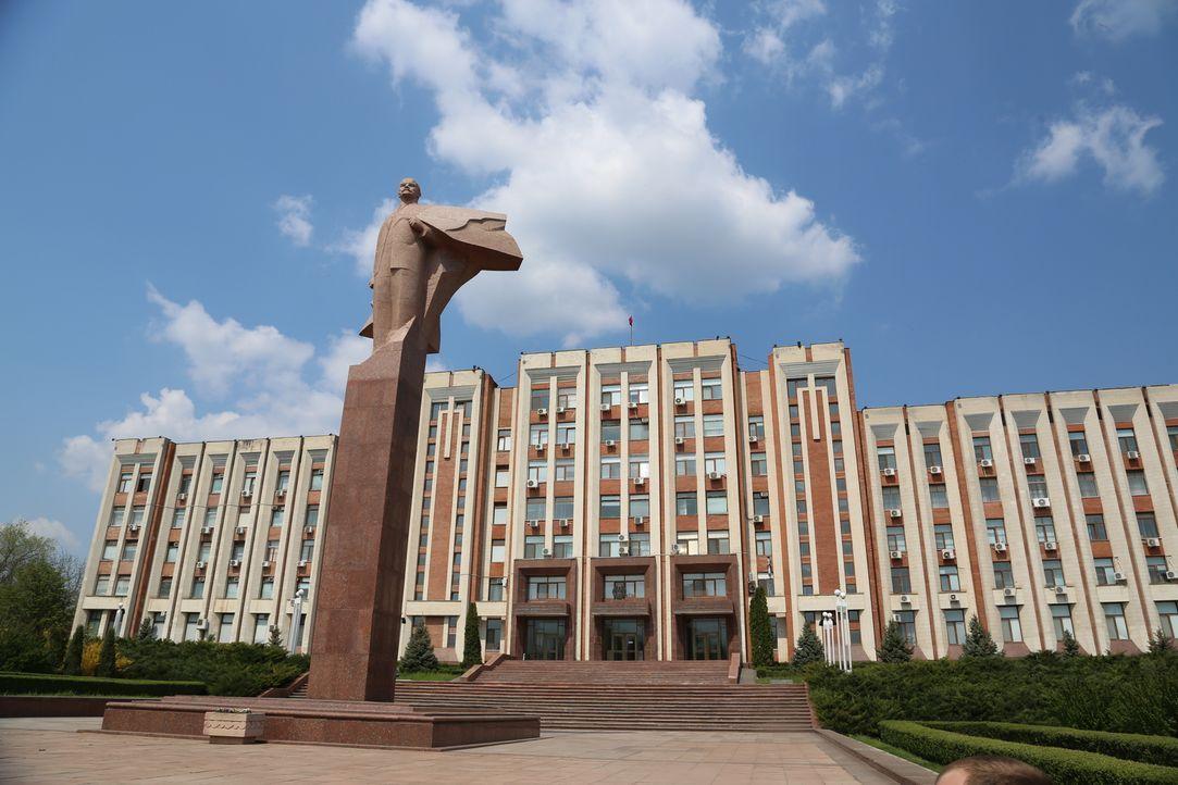 Tom Waes macht sich auf den Weg in die Regionen Transnistrien, Südossetien und Abchasien. Diese befinden sich an den Grenzen der ehemaligen Sowjetun... - Bildquelle: 2013 deMENSEN