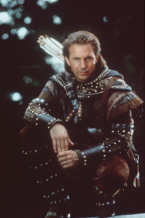 Von seinem Versteck aus mitten im tiefen Sherwood Forrest bestiehlt Robin Hood (Kevin Costner) die Reichen, um den Armen zu geben ... - Bildquelle: WARNER BROS.