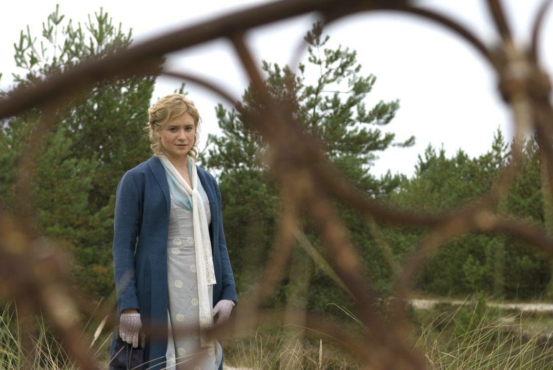 Effi von Briest (Julia Jentsch) war bisher eine unbeschwerte junge Frau, die mit ihrem Leben zufrieden war. Das alles ändert sich, als ein Mann, den... - Bildquelle: Constantin Film