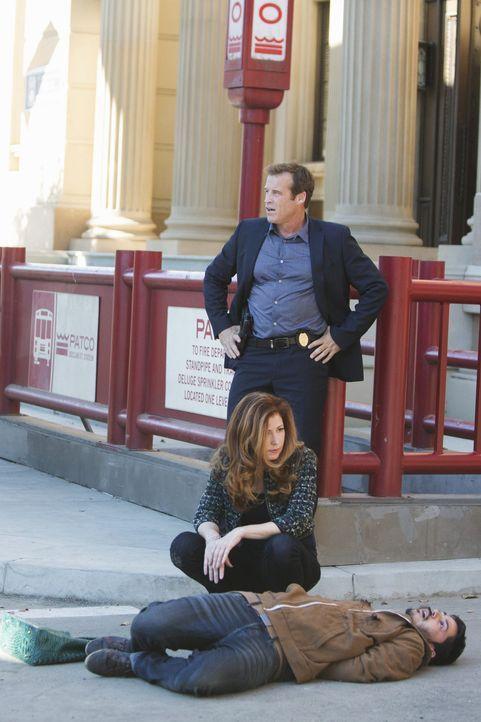 Detective Tommy Sulivan (Mark Valley, hinten) und Dr. Megan Hunt (Dana Delany, vorne) ermitteln wieder gemeinsam in einem Mordfall. Werden sie dem T... - Bildquelle: 2013 American Broadcasting Companies, Inc. All rights reserved.