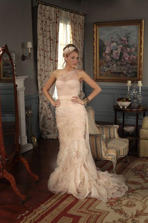 Bereitet sich auf die Hochzeit von Blair vor: Serena (Blake Lively) ... - Bildquelle: Warner Bros. Television