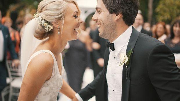 Hochzeitsbräuche sind für das Brautpaar meist ein großer Spaß.