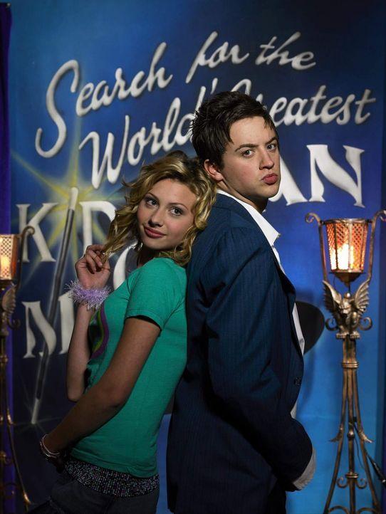 Die junge Fernsehproduzentin Allyson Miller (Alyson Michalka, l.) plant eine neue Reality-Show, in der sie Nachwuchs-Zauberer küren will. Während... - Bildquelle: The Disney Channel