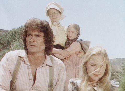 Unsere kleine Farm - Charles (Michael Landon, l.), Caroline (Karen Grassle, 2...