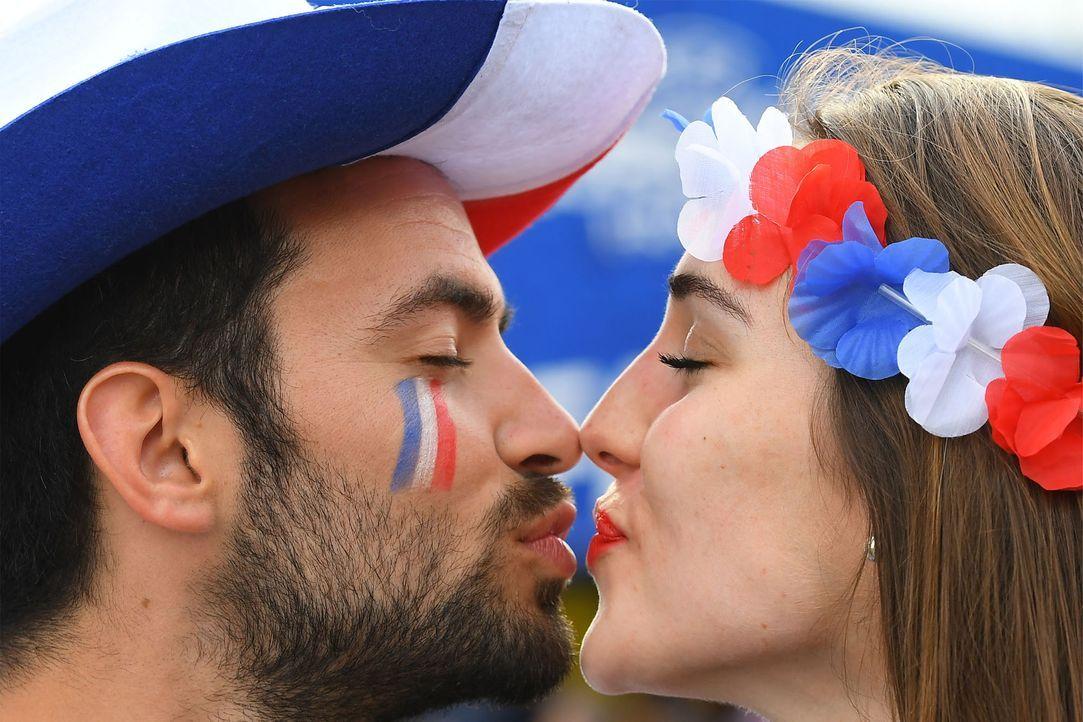 Frech kiss_FRANCK FIFE_AFP - Bildquelle: AFP / FRANCK FIFE