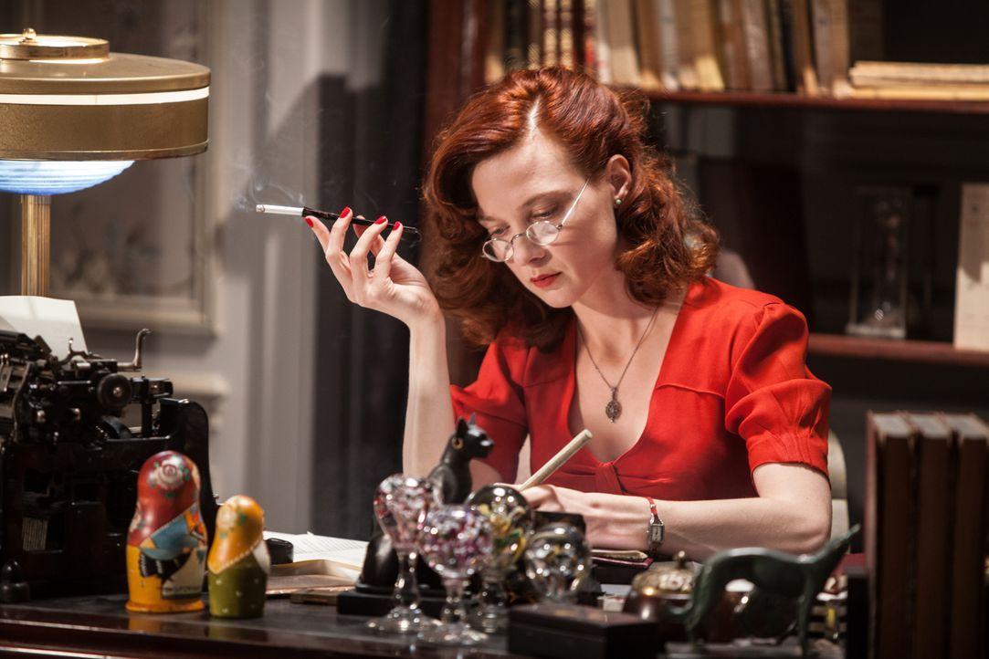 Psychiaterin Diane Danville (Odile Vuillemin) lässt die Nachwelt mit Hilfe eines Buches an ihrem Leben und der Aufklärung des Mordfalles Armand Jonq... - Bildquelle: Jaïr Sfez 2012 BEAUBOURG AUDIOVISUEL