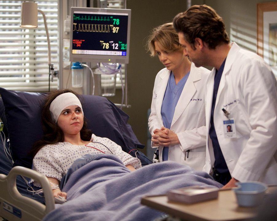 Derek (Patrick Dempsey, r.) und Meredith (Ellen Pompeo, M.) kümmern sich um ein schwerverletztes junges Mädchen (Vanessa Marano, l.), dass sich als... - Bildquelle: Touchstone Television