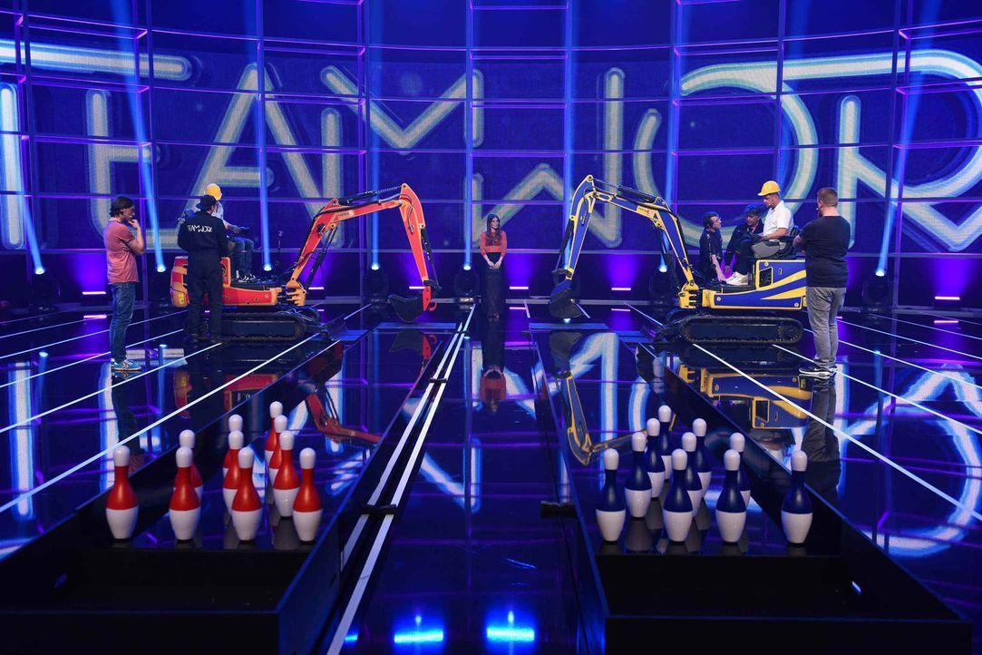 Wie werden sich Smudo (2.v.r.) und Klaas (3.v.l.) in der neuen Runde schlagen? Moderatorin Jeannine Michaelsen (4.v.l.) ist gespannt ... - Bildquelle: Willi Weber ProSieben