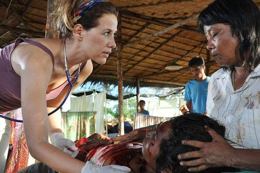 Gegen den Sturm! - Kaum im Camp in Indonesien angekommen, muss sich die junge...