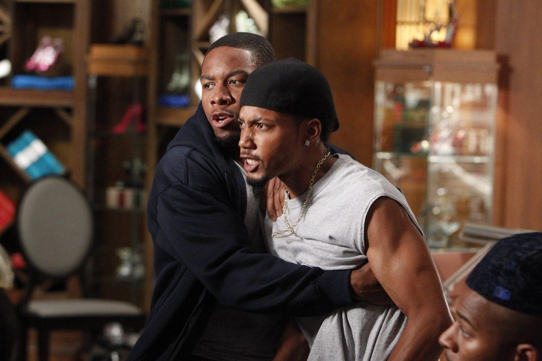 Stehen im Clinch mit einer anderen Gang: Keshawn (Coley Mustafa Speaks, l.) und Li'l D (Marcuis W. Harris, r.) ... - Bildquelle: Warner Bros. Television