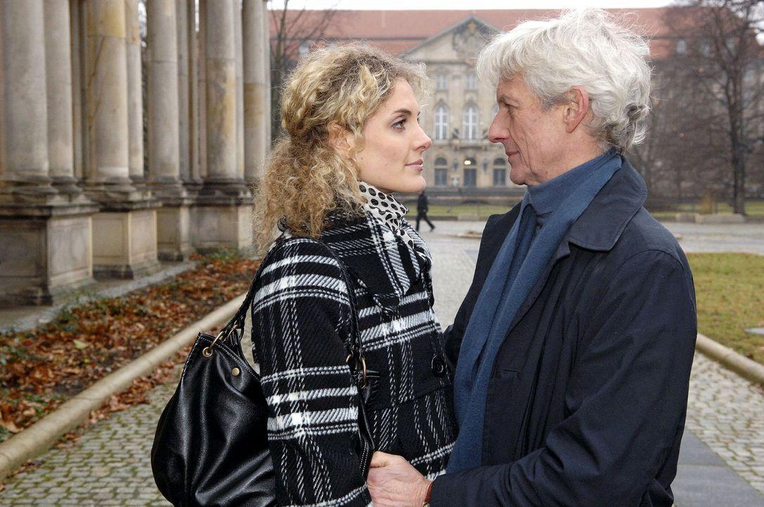 Robert (Mathieu Carrière, r.) und Maja (Barbara Lanz, l.) wollen es noch einmal miteinander versuchen. - Bildquelle: Claudius Pflug Sat.1