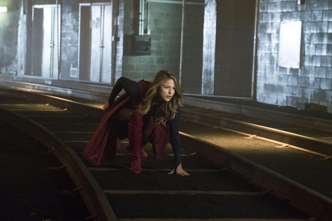Kara alias Supergirl (Melissa Benoist) erkennt, dass mehr hinter der neuen Weltenkillerin steckt, als zunächst gedacht ... - Bildquelle: 2017 Warner Bros.