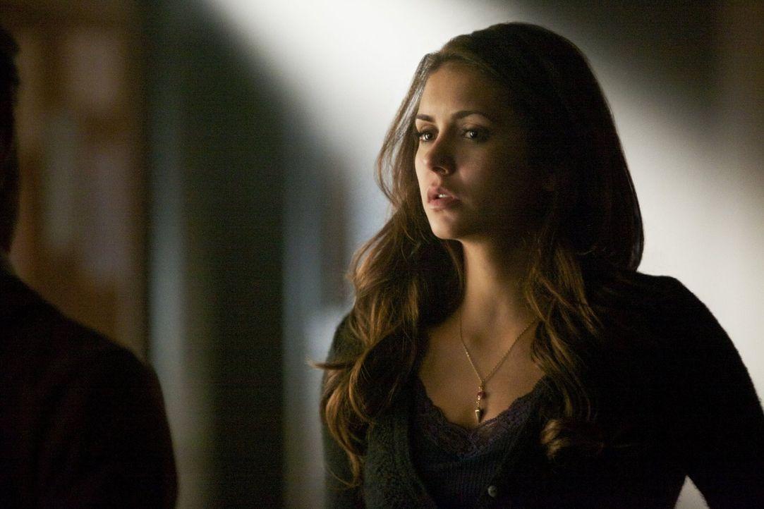 Nachdem Elena (Nina Dobrev) aus dem Schlaf erwacht, muss sie damit klarkommen, was Katherine in den letzten drei Wochen in ihrem Namen gemacht hat ... - Bildquelle: Warner Brothers