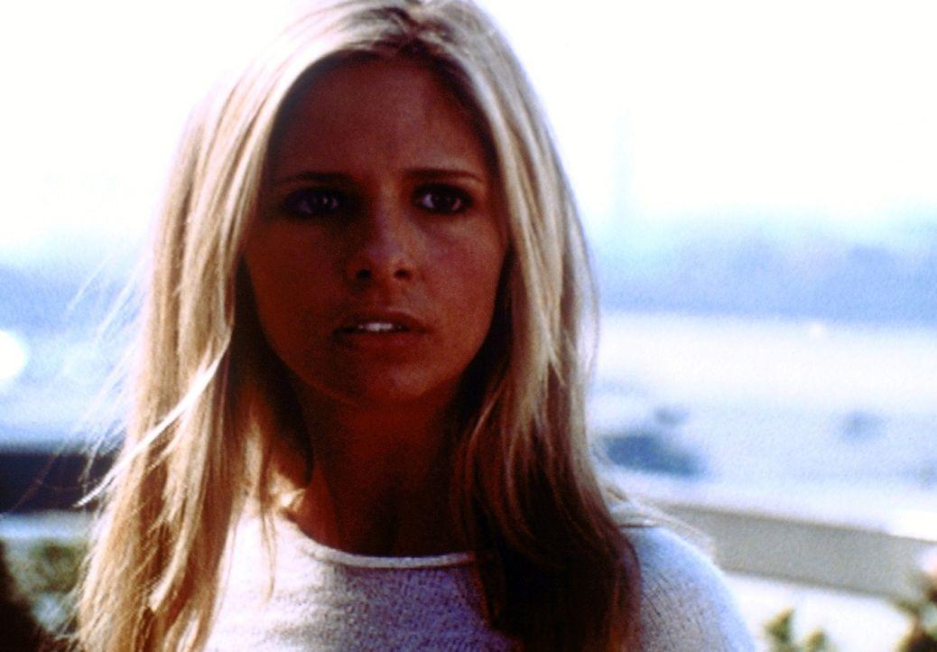Buffy (Sarah Michelle Gellar), die nach Los Angeles gekommen ist, macht dort eine ausgesprochen überraschende Entdeckung ... - Bildquelle: TM +   2000 Twentieth Century Fox Film Corporation. All Rights Reserved.
