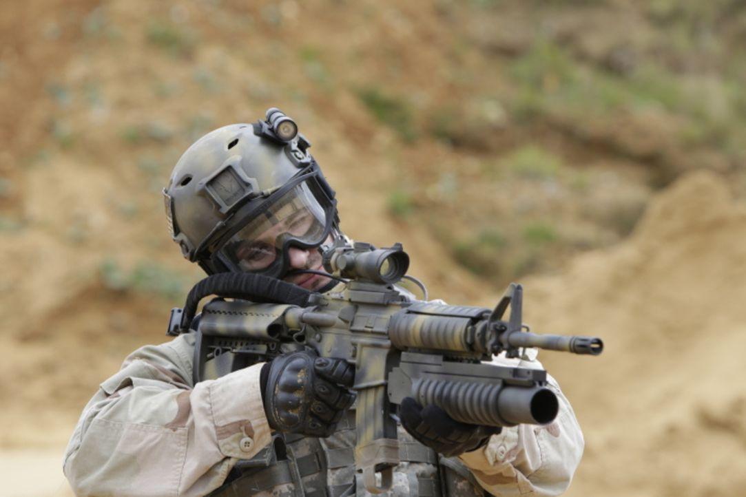 Nach einem Anschlag auf den Zerstörer USS Cole im Hafen von Aden, Jemen, will die CIA den Drahtzieher Abdul Rahim Al Nashri verhaften, doch der jeme... - Bildquelle: WMR