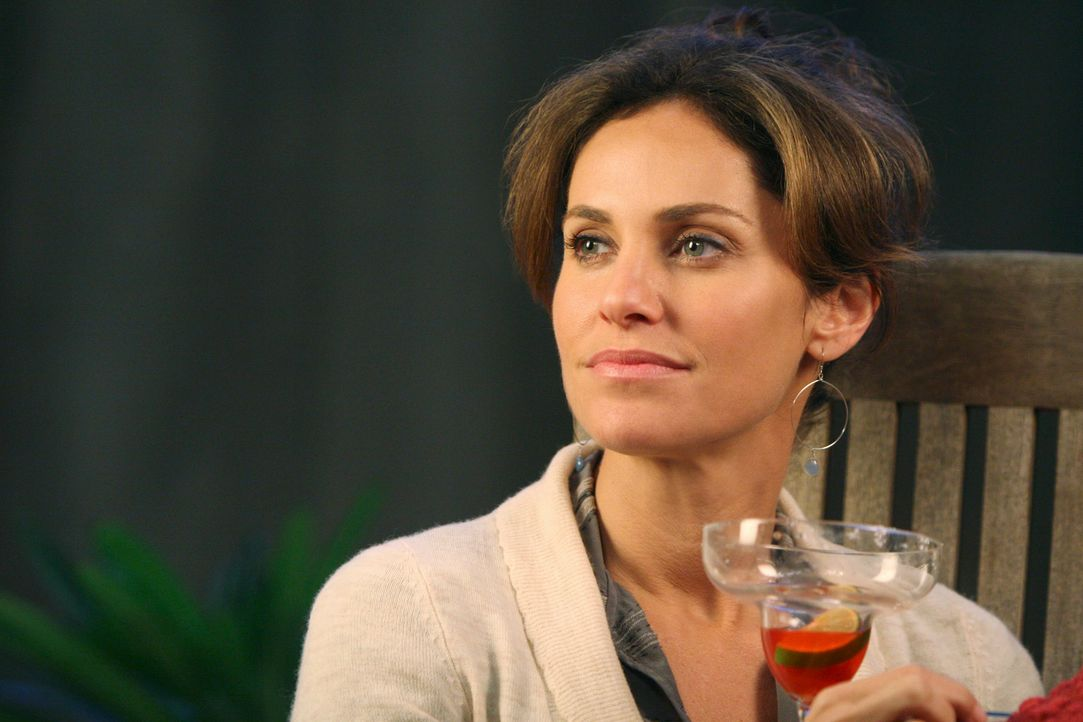 Nach einem stressigen Tag treffen sich Violet (Amy Brenneman) und die anderen Ärzte zu einem gemütlichen Abend ... - Bildquelle: 2007 American Broadcasting Companies, Inc. All rights reserved.