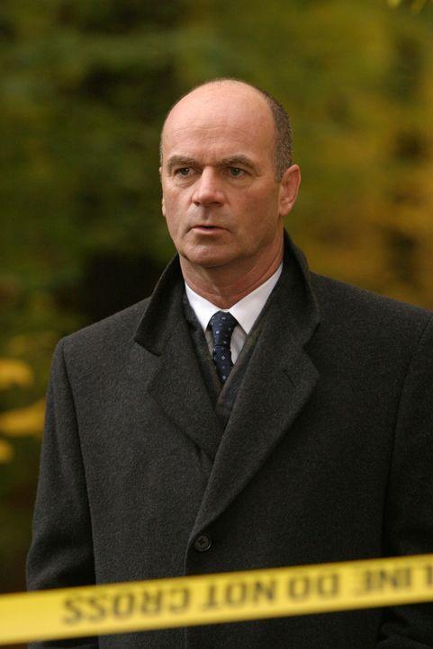 Im Teich des Luxusviertels Chestnut Hill wurde eine Leiche gefunden. Lt. John Stillman (John Finn) und sein Team sind sofort zur Stelle ... - Bildquelle: Warner Bros. Television
