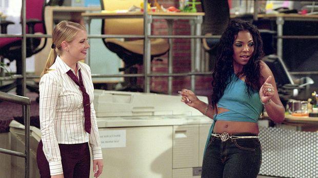 Eines Tages zeigt Sabrina (Melissa Joan Hart, l.) sich gegenüber Ashanti (Ash...