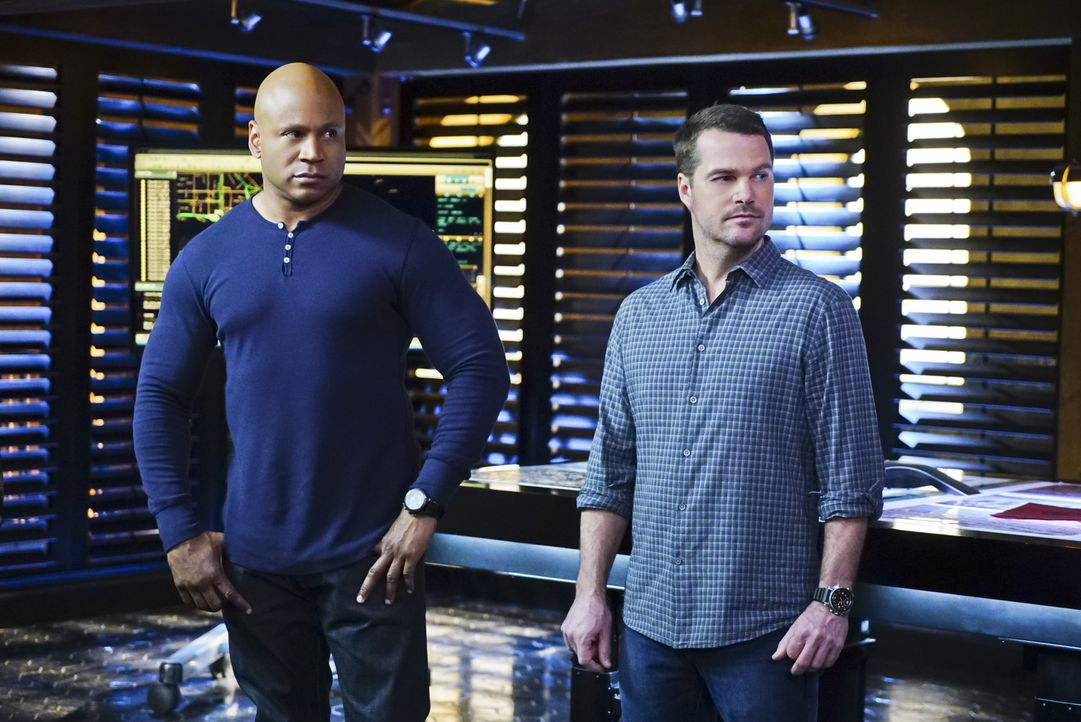 Müssen eine neuen Fall aufdecken: Callen (Chris O'Donnell, r.) und Sam (LL Cool J, l.) ... - Bildquelle: 2016 CBS Broadcasting, Inc. All Rights Reserved.