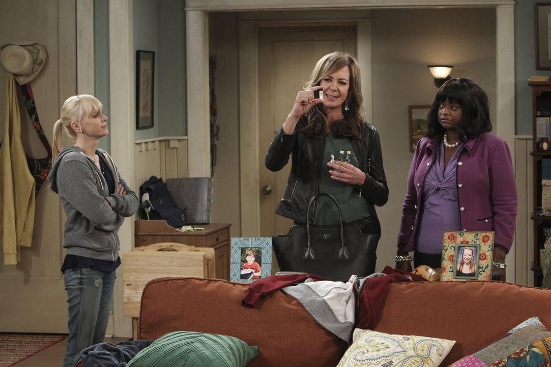 Schwieriges Trio: Christy (Anna Faris, l.) hat Regina (Octavia Spencer, r.) mit nach Hause genommen, weil es ihr noch deutlich schlechter geht als i... - Bildquelle: Warner Brothers Entertainment Inc.