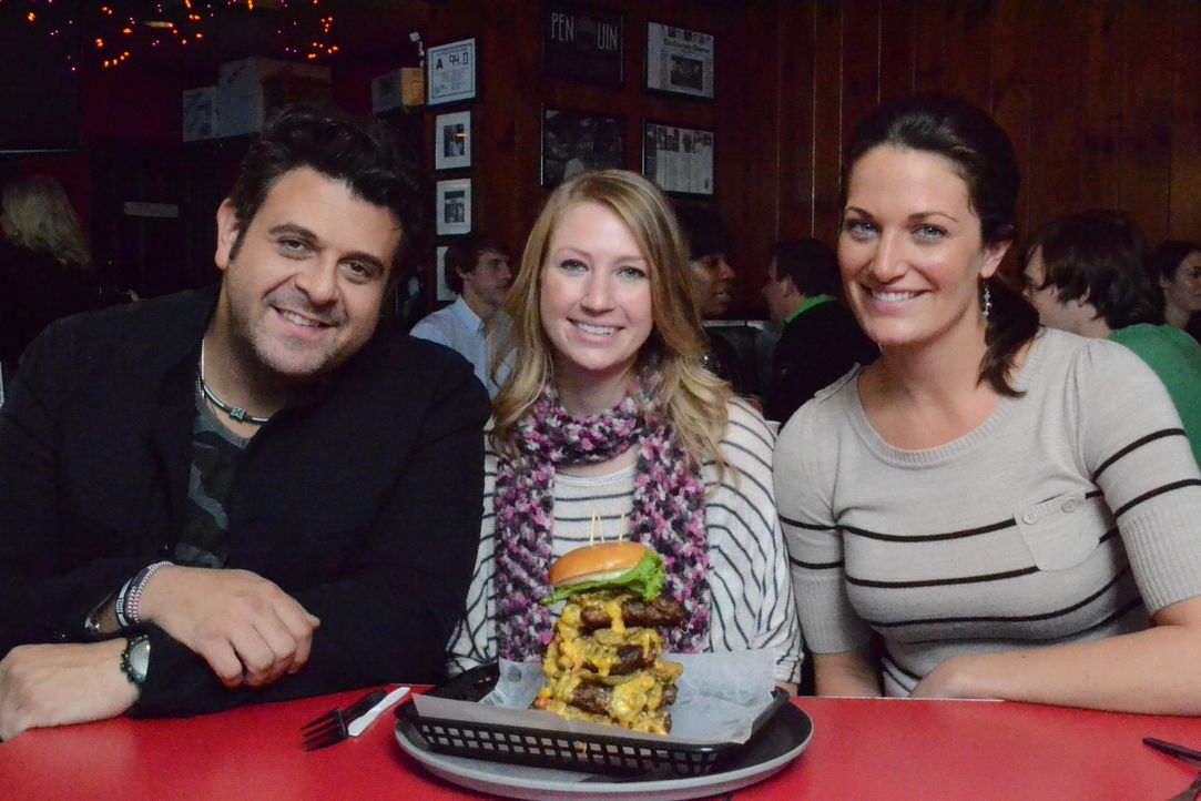 Adam Richman,(l.) - Bildquelle: 2012, The Travel Channel, L.L.C. All Rights Reserved.