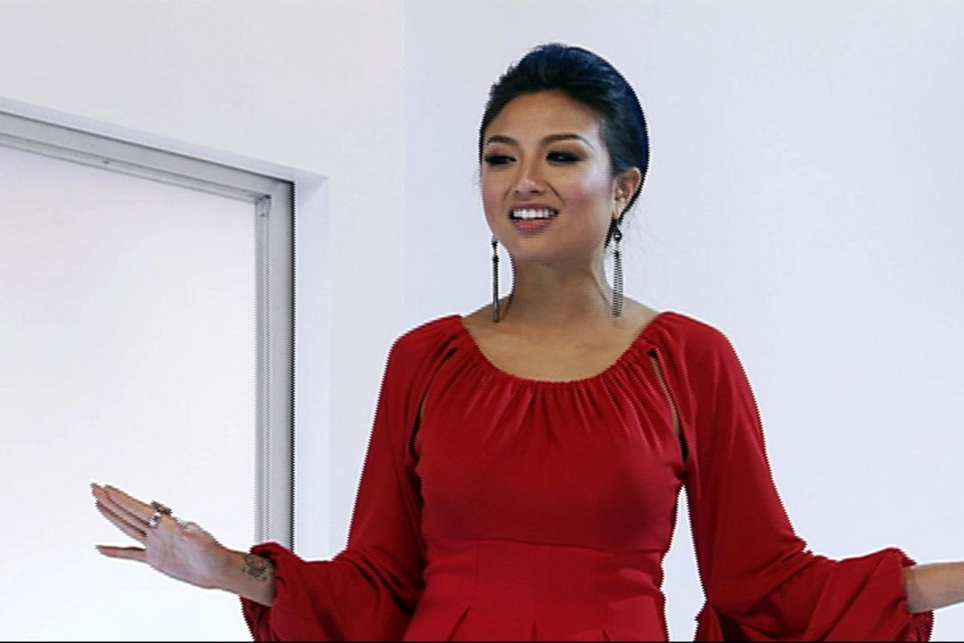 "(11. Staffel) - In ""How do I look?"" kämpft Jeannie Mai gegen modische Fehltritte und stylt ihre Kandidatinnen zu Power-Frauen. - Bildquelle: 2010 E! Entertainment Television, LLC. ALL RIGHTS RESERVED. ""STYLE? is a registered trademark of E! Entertainment Television, LLC."