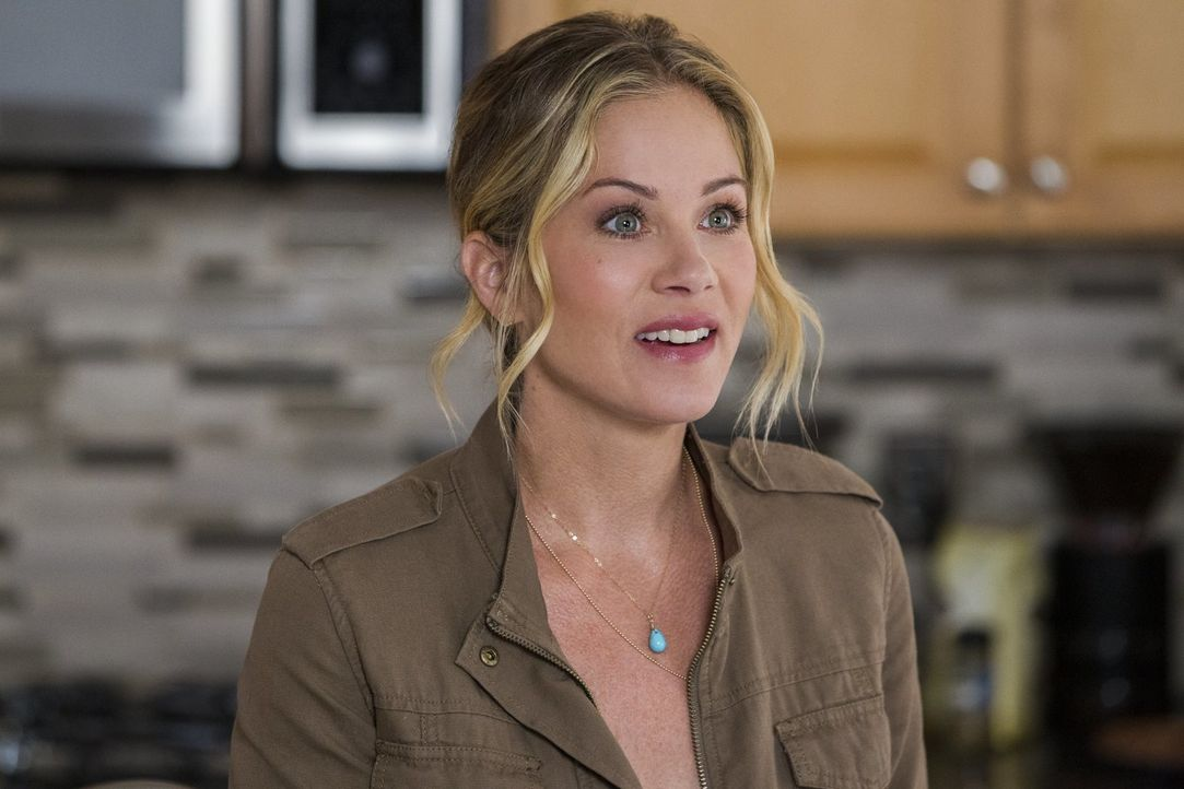 Als sich Debbie (Christina Applegate) auf die wahnwitzige Idee ihres Mannes einlässt, einen Familienausflug durch die ganze USA zu unternehmen, ahnt... - Bildquelle: Warner Bros.