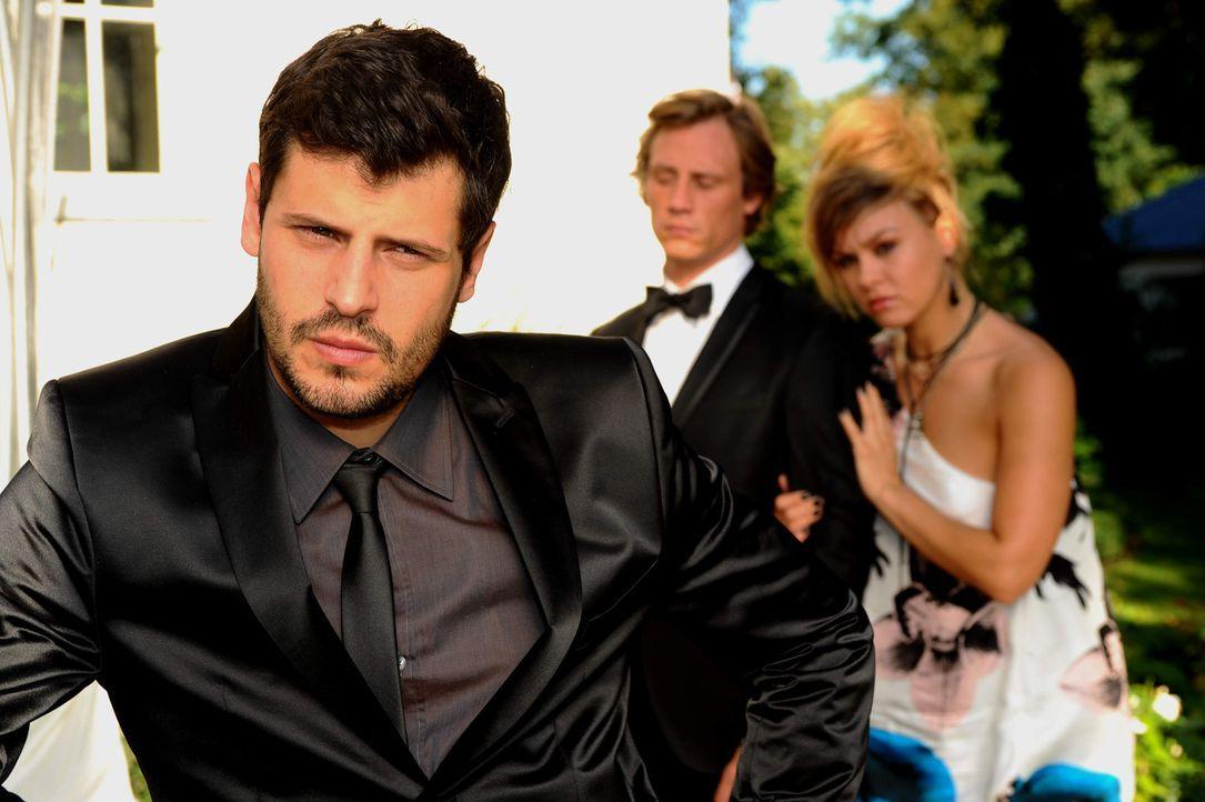 Unter den Hochzeitsgästen wird Anna zwar vermisst, doch glauben zunächst alle an eine klassische Brautentführung. Lediglich Tom (Patrick Kalupa,... - Bildquelle: SAT.1