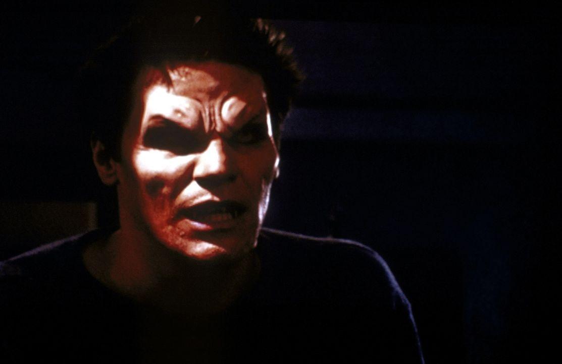Angel (David Boreanaz) gerät ins Sonnenlicht ... - Bildquelle: TM +   2000 Twentieth Century Fox Film Corporation. All Rights Reserved.